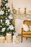 Интерьер рождества в цвете золота Стоковые Изображения RF