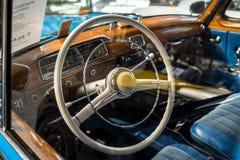 """Интерьер роскошного  """"Ponton†Мерседес-Benz 220S W180 II автомобиля, 1956 Стоковые Изображения"""