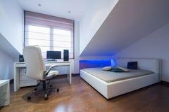 Интерьер роскошной квартиры просторной квартиры - спальня Стоковое Изображение RF