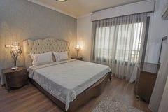 Интерьер роскошной спальни квартиры Стоковые Фото
