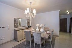 Интерьер роскошной столовой квартиры Стоковое фото RF
