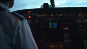 Интерьер самолета с пилотом видеоматериал