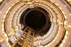 Интерьер самомоднейшего торгового центра стоковое изображение