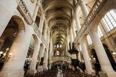 Интерьер Сент-Этьен du Mont Церков Стоковая Фотография