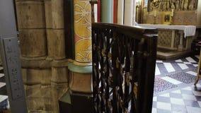 Интерьер собора боли Нотр-Дам de Парижа медленной видеоматериал