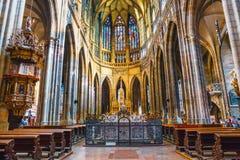 Интерьер собора St Vitus на замке Праги, чехии стоковые изображения rf