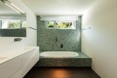 Интерьер современного дома, ванной комнаты Стоковые Изображения