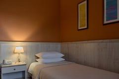 Интерьер спальни гостиницы Стоковые Фотографии RF