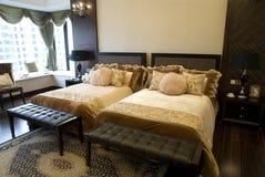 интерьер спальни двойной стоковое изображение rf