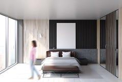 Интерьер спальни просторной квартиры, плакат, женщина Стоковое Изображение