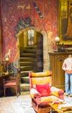Интерьер спальни ` s студента Кровать ` s Гарри Поттера Студия братьев Warner украшения Великобритания Стоковое Изображение RF