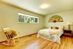 Интерьер спальни с азиатскими элементами стиля Стоковые Фотографии RF