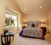 Интерьер спальни с постельными принадлежностями японского стиля Стоковое Фото