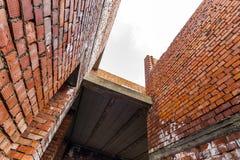 Интерьер старого здания под конструкцией Оранжевый кирпич wal Стоковое Изображение