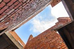Интерьер старого здания под конструкцией Оранжевый кирпич wal Стоковая Фотография