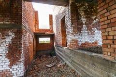 Интерьер старого здания под конструкцией Оранжевый кирпич wal Стоковое фото RF