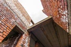 Интерьер старого здания под конструкцией Оранжевый кирпич wal Стоковая Фотография RF