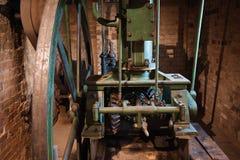 Интерьер старой водяной мельницы стоковые изображения rf
