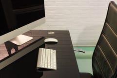 Интерьер, стол с компьютером Стоковые Изображения RF