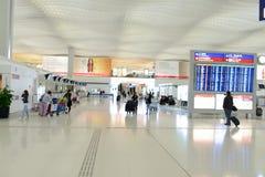 интерьер строба авиапорта к дорожке Стоковые Фотографии RF