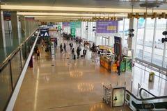 интерьер строба авиапорта к дорожке Стоковое фото RF