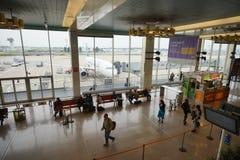 интерьер строба авиапорта к дорожке Стоковые Изображения