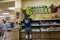 Интерьер супермаркета Бруклина в Нью-Йорке, США стоковая фотография