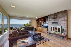 Интерьер славно обеспеченной живущей комнаты стоковое изображение rf