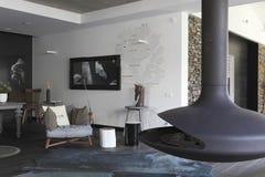Интерьер с изображениями лошадей на monochrome стене Стоковое Изображение