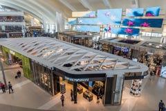 Интерьер терминала Том Брэдли на LAX, Лос-Анджелес, Калифорния стоковое изображение