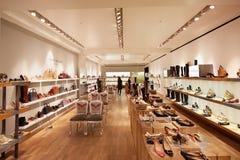 Интерьер универмага Selfridges, зона ботинок в Лондоне Стоковые Изображения