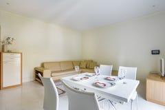 Интерьер уютной живущей комнаты Стоковые Фотографии RF