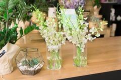Интерьер цветочного магазина, мелкий бизнес студии флористического дизайна Стоковые Изображения RF