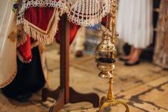 интерьер церков Значки, люстра, свечи в малой церков Стоковая Фотография RF