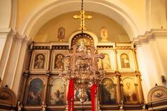 интерьер церков Значки, люстра, свечи в малой церков Стоковые Изображения RF