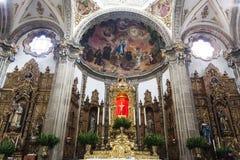 Интерьер церков Parroquia de Сан-Хуана Bautista в Coyoacan, Мехико - Мексике стоковое изображение rf