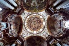 Интерьер церков St Nicholas, Праги, чехии Стоковые Фото