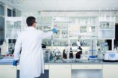 Интерьер чистой современной белой предпосылки лаборатории Концепция лаборатории Стоковая Фотография