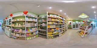 Интерьер эко-магазина с едой и холодильниками сферически панорама 3D с углом наблюдения 360 градусов Подготавливайте для виртуаль стоковое изображение rf
