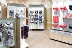 Интерьер яркого магазина нижнего белья Стоковые Изображения