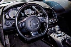 Интерьер Audi R8 стоковые изображения rf