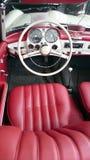 Интерьер Benz 190SL Мерседес красный кожаный Стоковая Фотография RF