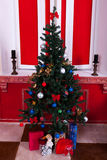Интерьер Christimas в красной винтажной комнате Стоковое Фото