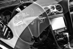 Интерьер coupe Bentley нового континентального GT V8 полноразмерного роскошного автомобиля Стоковая Фотография RF