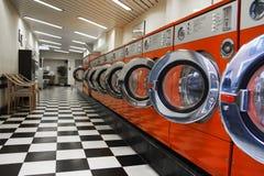 Интерьер laundromat стоковые изображения rf