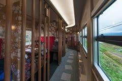 Интерьер sightseeing автомобиля Hanayome Noren поезда 1-ого Стоковое Фото