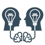Интеллектуальная собственность и идеи - голова с электрической лампочкой Стоковая Фотография