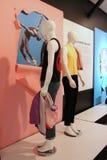 Информативные экспонаты и одетые манекены покрывая моду в истории танца, Национального музея танца, Saratoga, 2018 стоковые фото