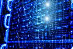 Информационная технология и большая концепция данных, запоминающее устройство центра данных с бинарным кодом и предпосылка монтаж стоковая фотография