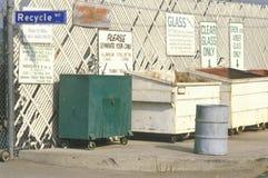 Информационные знаки к зонам бордюра для recyclin Стоковое Фото